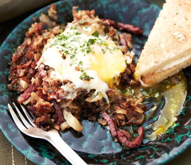 corned-beef-hash-with-eggs-646-646x560